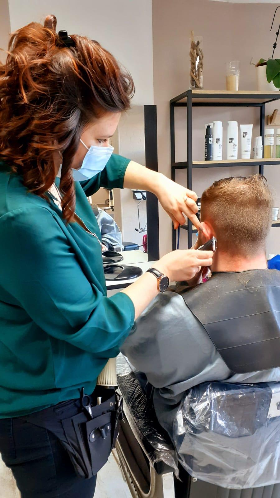 Coupe de cheveux pour homme réalisée par Coralie