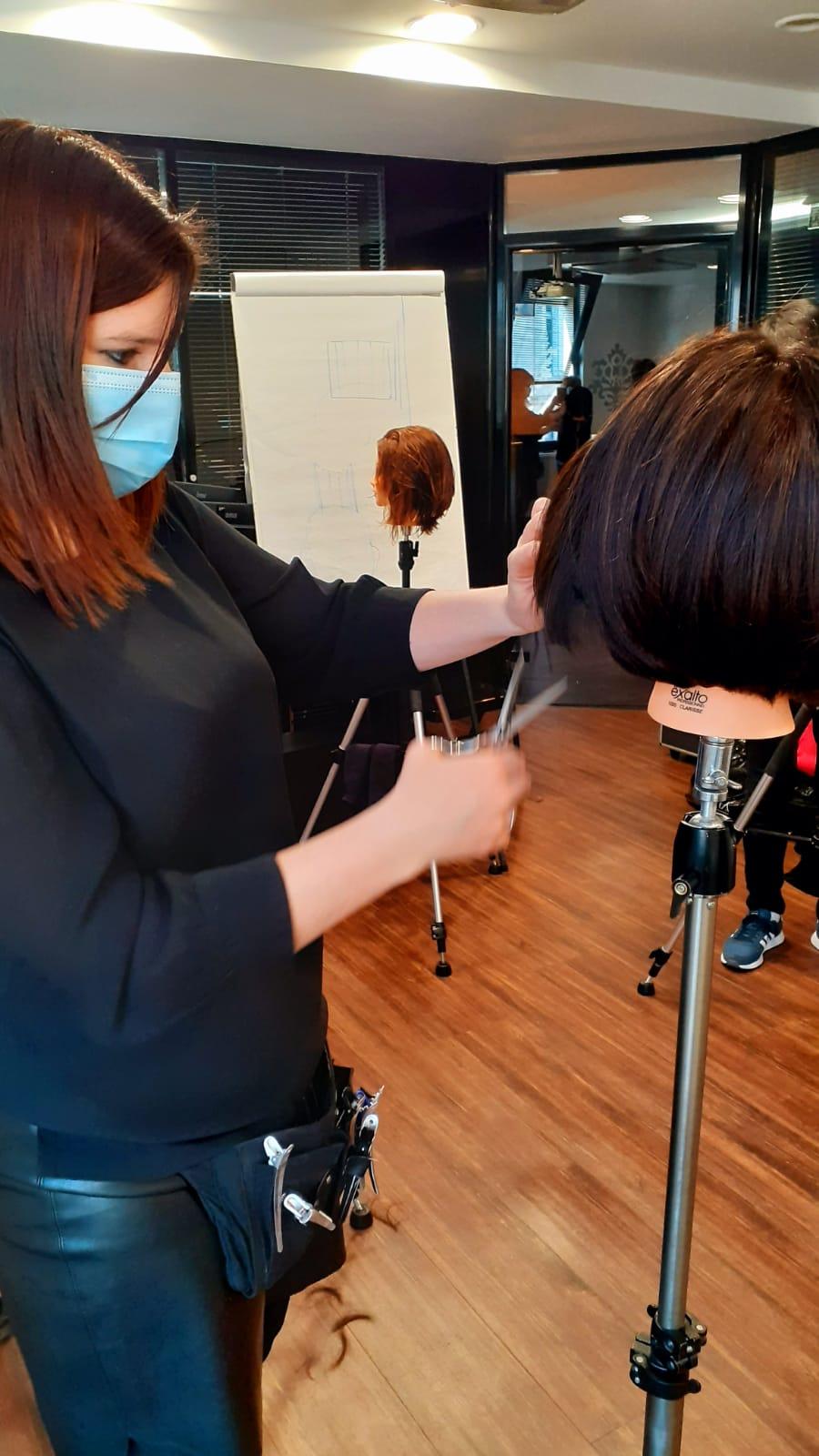 Coupe cheveux réalisée par Coralie en formation